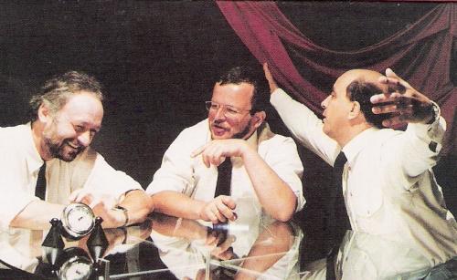 """autor: Piotr Kłosek źródło: Okładka kasety """"Mury w Muzeum Raju"""", Pomaton 1991"""